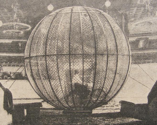 1910 WIZARD STONE GLOBE