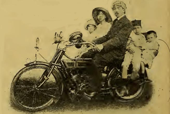 1916 EGYPTIAN FAMILY