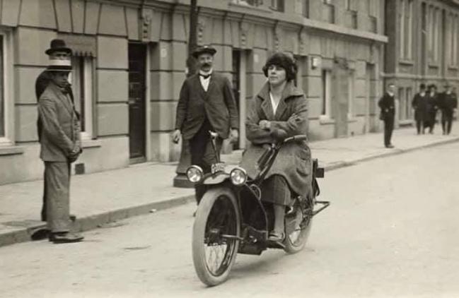 1921 NERACAR LADY2