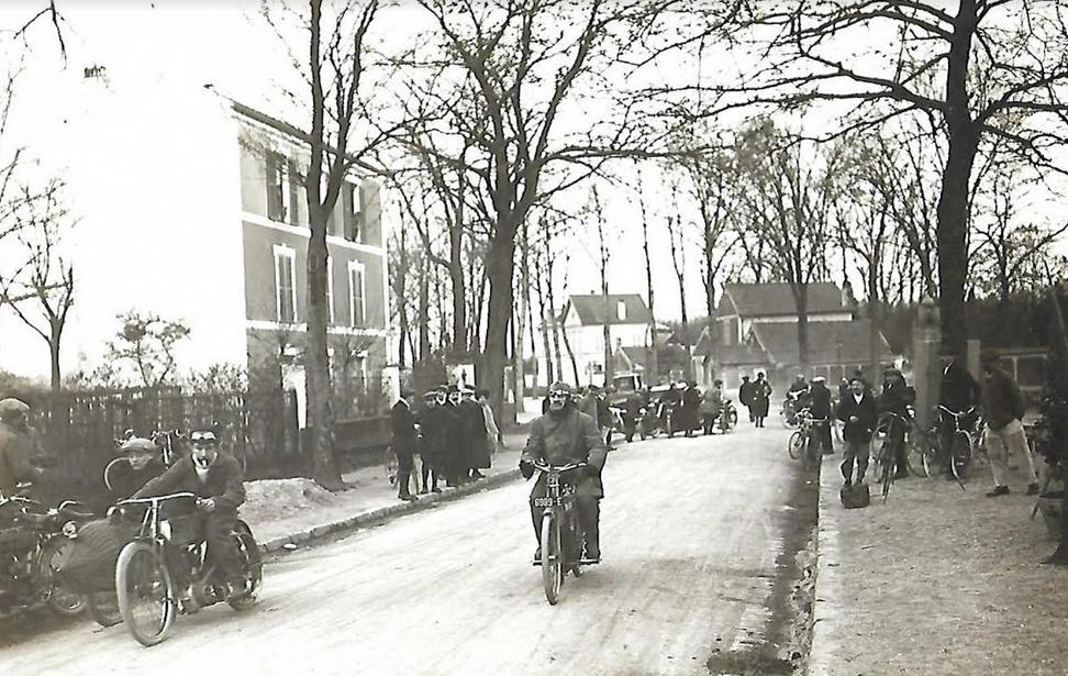 1900s FRENCH SCENE